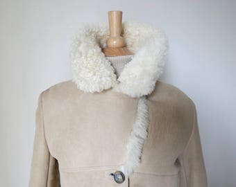 Stunning Vintage Cream/Beige Lambskin Ladies Coat - Size U.K. 8