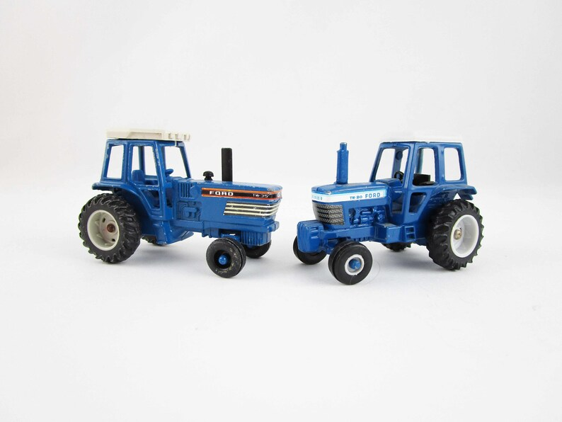 Metal Toy Tractors >> Two Ford Miniature Tractors 1 64 Scale Metal Toy Model Tw 20 And Tw 35 Ertl Dyersville Iowa Collectible Farm