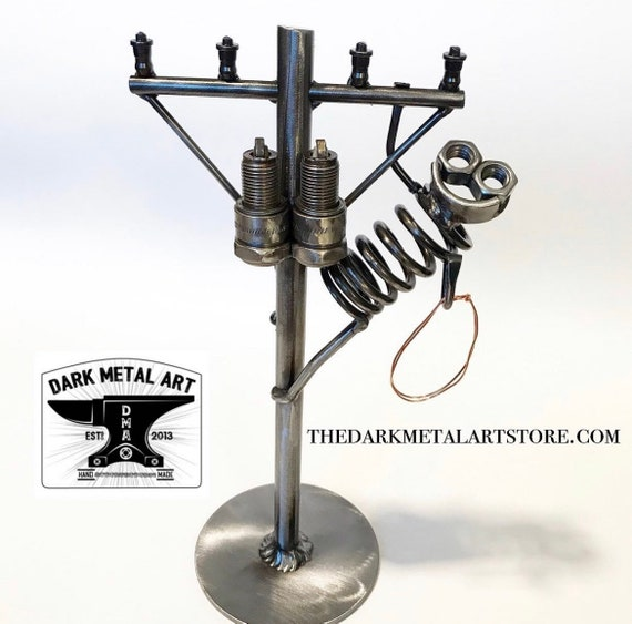 Metal Art Lineman