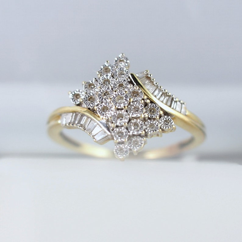 Solid gold ring with 21 brilliant cut and 14 calibrated image 0