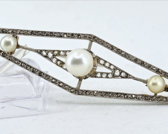 Authentic and rare Art Deco brooch in platinum with natural diamonds Stamped and Numbered elegant period jewelry
