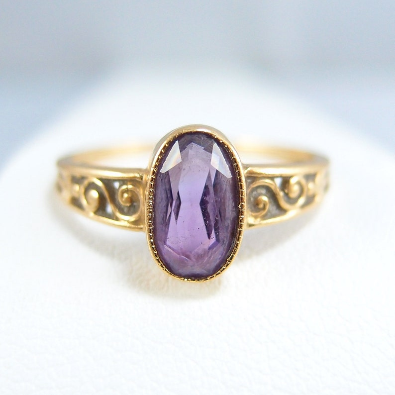 Charming 18K solid gold ring with a natural fine amethyst image 0