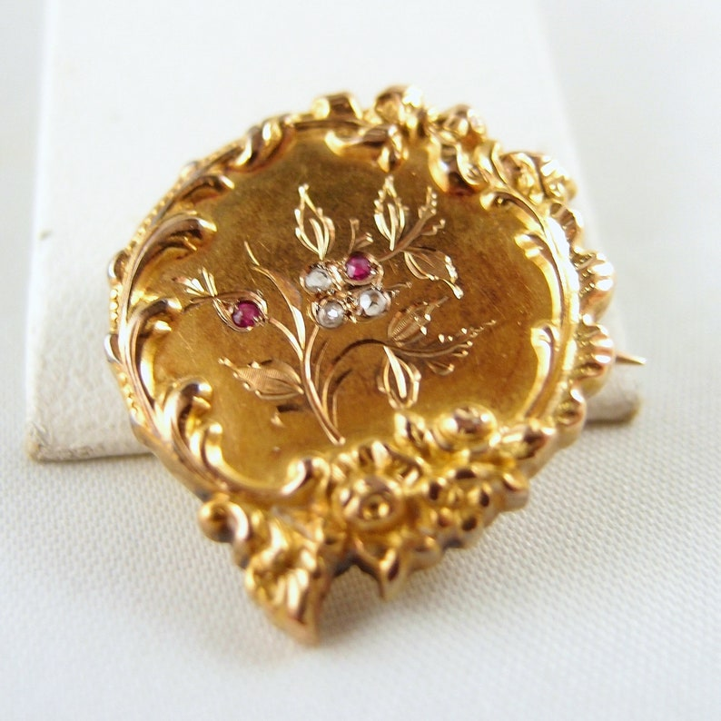 Antique Victorian era 18K solid gold brooch with rose cut image 0