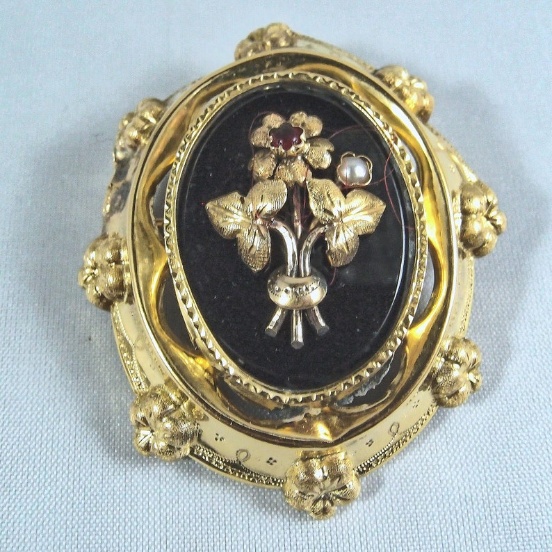 Nineteenth century 18K solid gold brooch Victorian era stamped image 0