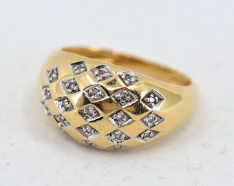 Star setting dome ring in 18K solid gold Natural diamonds Stamped fine gold ring MidCentury vintage Retro period