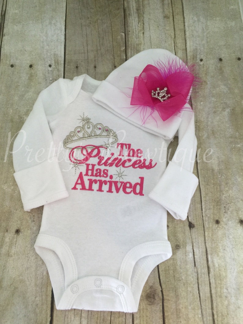 656281669f6 Baby Girl Coming Home Outfit -- The Princess Has Arrived Embroidery Design  Bodysuit   Hat Set