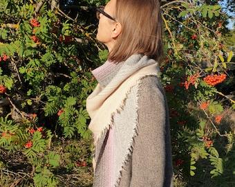 Triangular Shawl 20091 / Multicolor Scarf / Handmade Weaving on the Loom / Scarf / Warm Shawl / 100% Natural Wool / Gift Idea