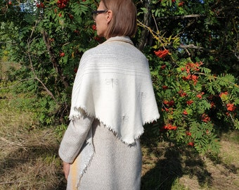 Triangular Shawl 21091/ Handmade Weaving on the Loom / Scarf / Warm Shawl / 100% Natural Wool / Gift Idea / Stitched Dragonflies