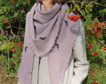 Triangular Shawl 22091/ Handmade Weaving on the Loom / Scarf / Warm Shawl / 100% Natural Wool / Gift Idea / Stitched Wolves
