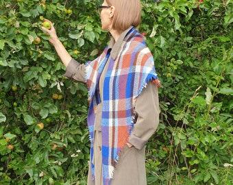 Triangular Shawl 1110/ Checked Scarf / Handmade Weaving on the Loom / Scarf / Warm Shawl / 100% Natural Wool / Gift Idea