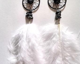 Boucles d'oreille attrape rêves Obsidienne flocon de neige avec des plumes blanches
