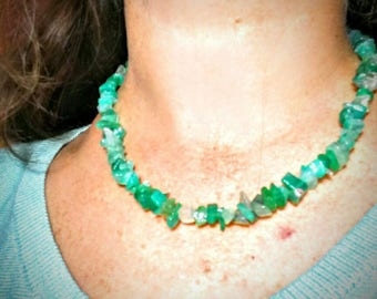 Necklace in green agate chips