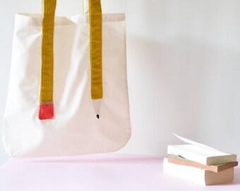 Tote bag fait à la main, avec anses en forme de crayon jaune moutarde en velours côtelé avec sa gomme rose + perles dorées.