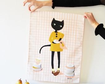 Torchon chat qui essuie la vaisselle. illustration impriméesur fond à carreaux roses sur fond blanc. lin/coton - 42cm X 55 cm.