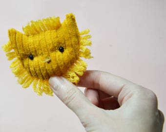 Lovely yellow lion brooch. Wild animal jewel . yellow velvet-cotton-wool.
