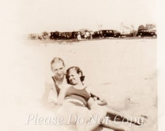 Young Lovers ~ Vintage snapshot Photo ~ photopicker