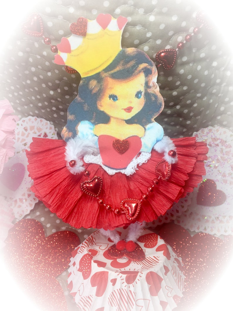 Valentine Girl Queen of Hearts Vintage Style Decor Bump image 0