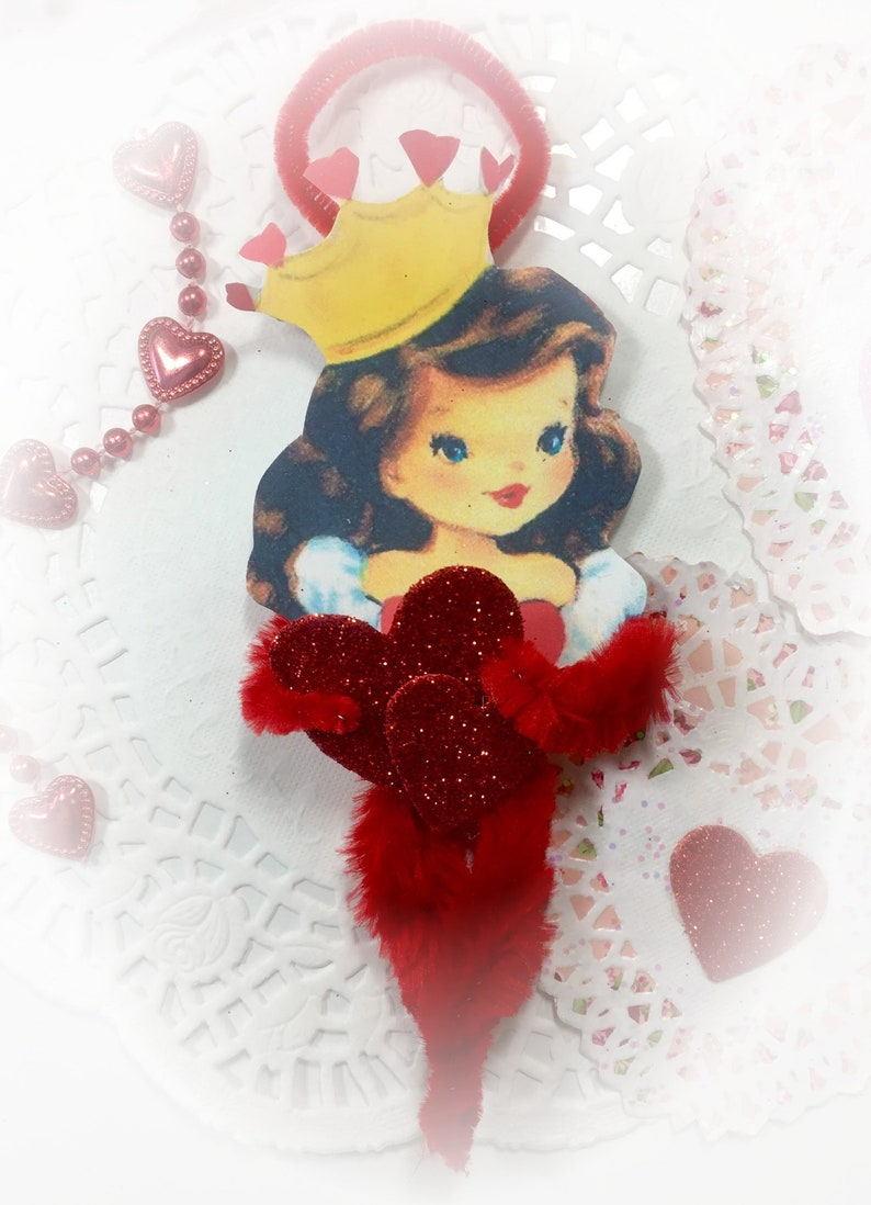 Queen of Hearts Pipe Cleaner Valentines Day Ornament  image 0