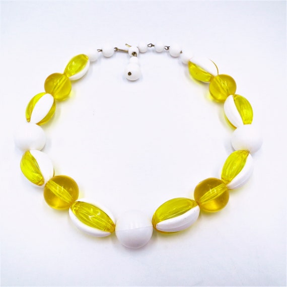 Vintage yellow and white plastic beads