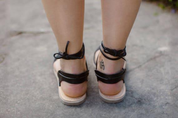 Sandales femmes noires Gladiator attacher cuir sandales sandales noir sandales de cuir gladiateur sandales gladiateurs en plat lacets sandales rxRBrv