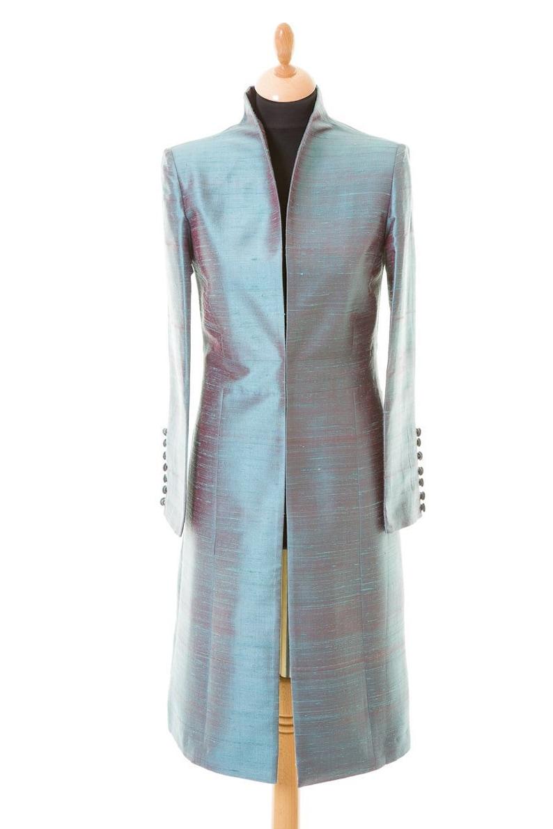 ef88dd04ea46 Womens Smokey bleu rouge tourné brut de soie manteau de