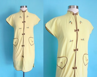 1960s Light Yellow Asian Embroidered Heart Patch Pocket Dress | Extra Small