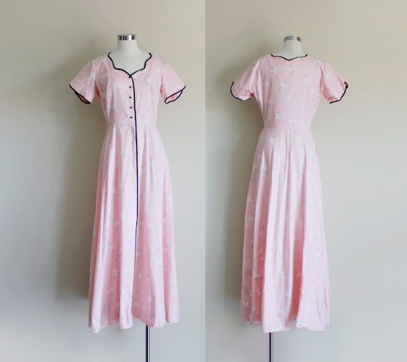 1950s Pink Dressing Gown | Sweetheart Neckline Dre