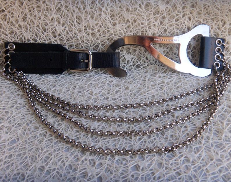 Dolce   Gabbana in pelle e catena cintura grande gancio fibbia  0feedf080eb