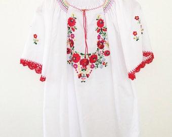 Vintage cotton hungarian kalocsa embroidered folk blouse
