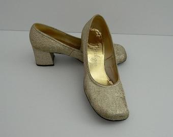 a6751825b6ea5 Vintage Round Toe Gold Square Heel Angelique Pumps Size 8