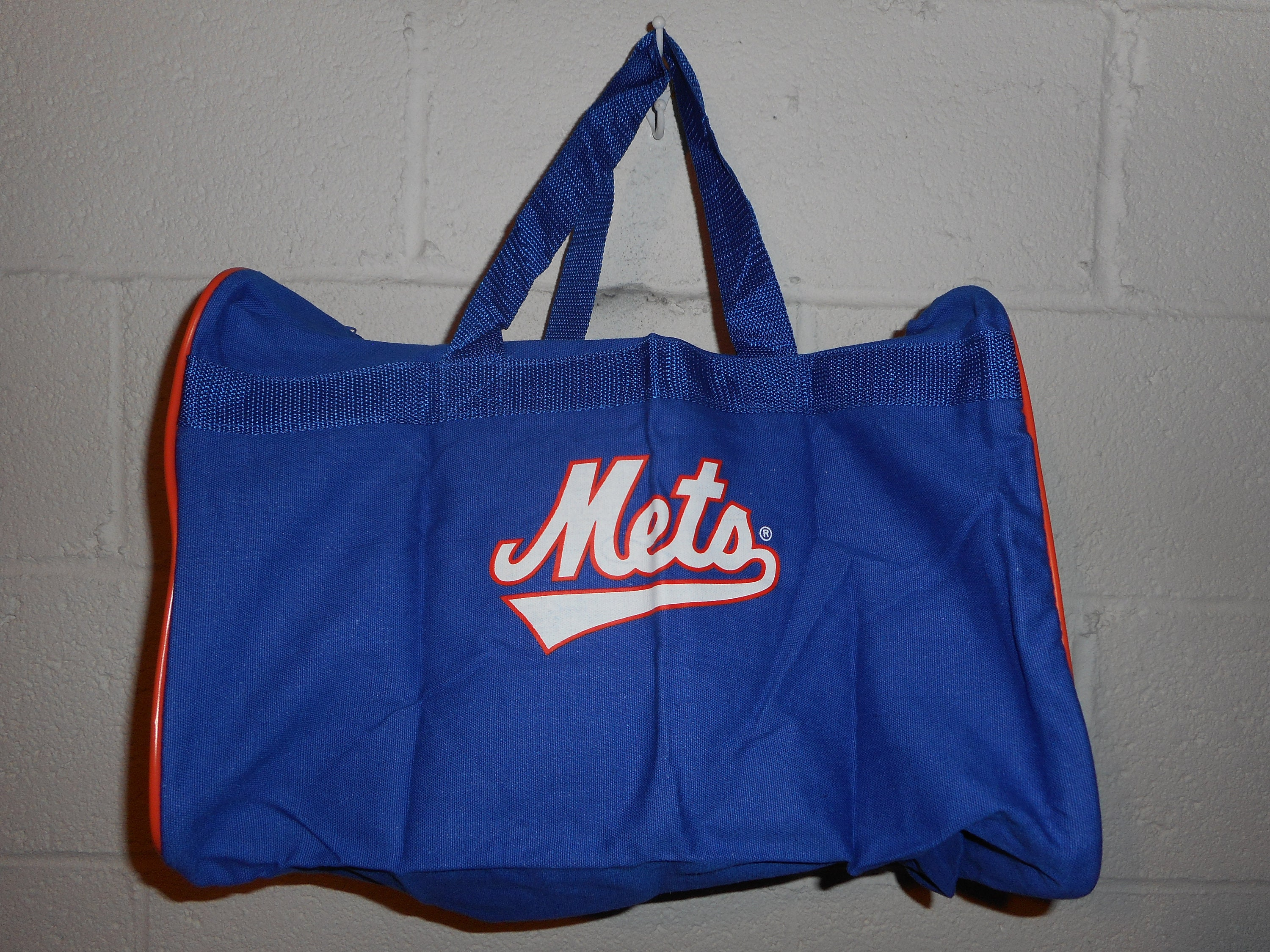 2a2d0410e029 Vintage 90s New York Mets Metlife Snoopy Duffle Bag Gym Bag