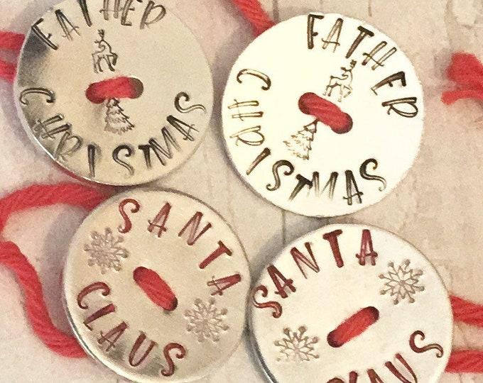 Santa's lost button, Father Christmas's lost button, Père Noël, Papá Noel, Joulupukki, Santa's button, lost button, Handstamped