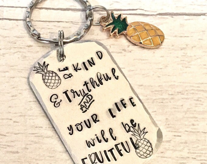 """Be kind keyring, affirmation gift, """"Be kind and truthful"""", """"your life will be fruitful"""", pineapple gift, for her, for him, uk seller,"""