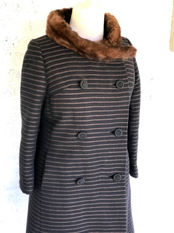 Vintage 1960's Coat With Fur Collar