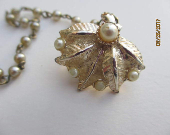Petite Unique Rare Vintage Trifari Fur Scarf Clip, Faux Pearl Trifari Pat Pend Fur Clip, Must Have Vintage Trifari Jewelry