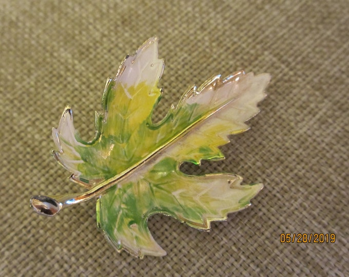 Unique Vintage Enamel Fall Leaf Pin Brooch, Colorful Fall Leaf Pin, Something Old Gift, Grandma Gift, Fall Bridal Pin