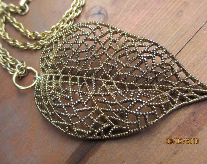 Vintage Art Deco Style Fall Leaf Pendant Necklace, Fall Jewelry, Fall Filigree Leaf Pendant, Leaf Pendant
