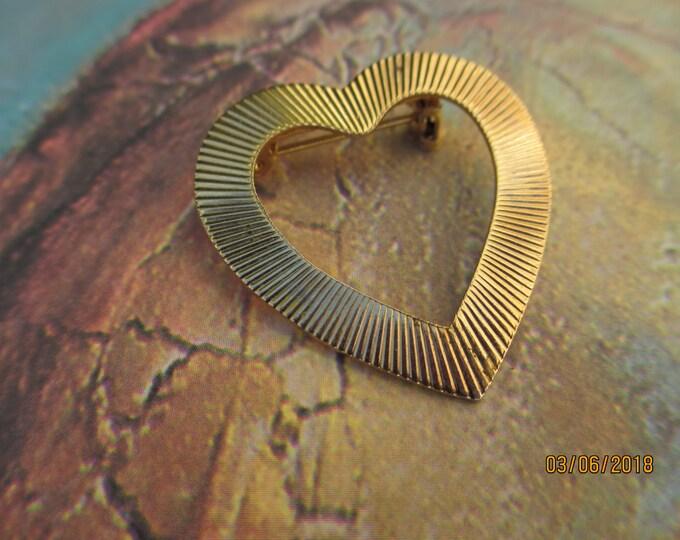 Beautiful Vintage Brushed Gold Heart Pin Brooch, Vintage Heart Pin, Mothers Gift, Grandmother Gift, Heirloom Bridal Pin, Heirloom Gift