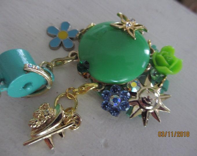 New Beautiful Vintage Findings Enamel Flower Garden Pin Brooch, Vintage Flower Brooch, Grandma Gift,Watering Can Charm, Gardeners Pin Brooch