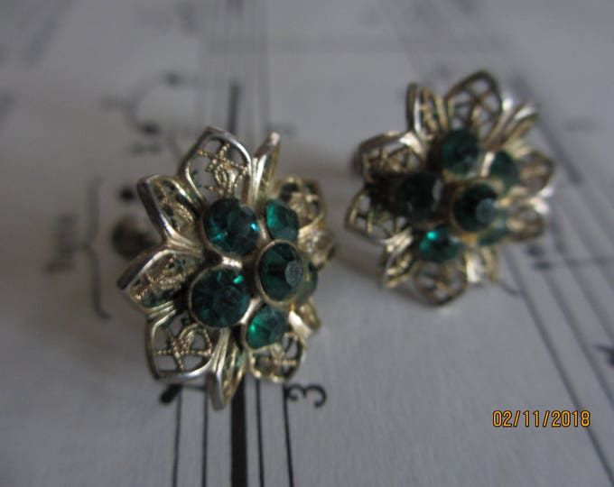 Beautiful Vintage Screw Back Emerald  Snowflake Earrings, Vintage Flower Earrings, Flower Girl Earrings