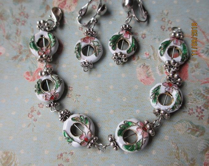 Beautiful Vintage Hand Painted Wreath Charm Bracelet Set, Christmas Jewelry, Wreath Charm Earrings, Holly Leaf Charm Jewelry, Christmas Gift