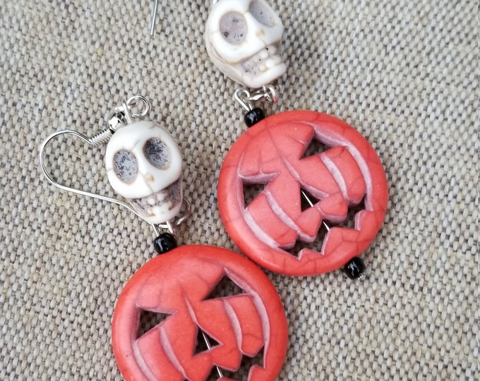Whimsical Fall Pumpkin w Skull Charm Earrings, Halloween Pumpkin Earrings, Fall Pumpkin Earrings, Halloween Skull Earrings
