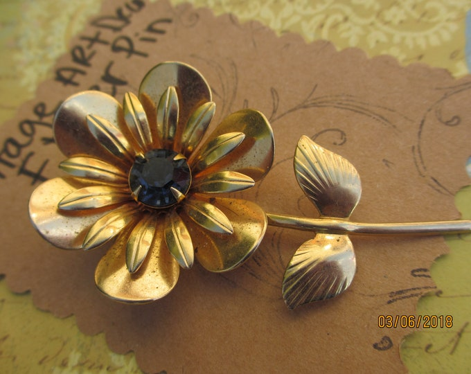 Beautiful Unique Vintage Gold Tone FLower Pin, Vintage Flower Pin, Something Old Bridal Gift