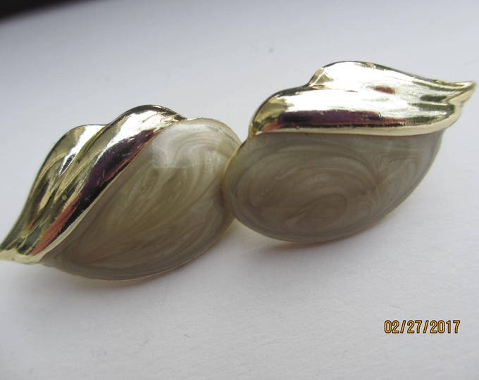 Unique Vintage Gold Pearlized Vintage Earrings, Vintage Pearl Shell Earrings, Shell Shaped Earrings, Bridal Earrings, Something Old Earrings
