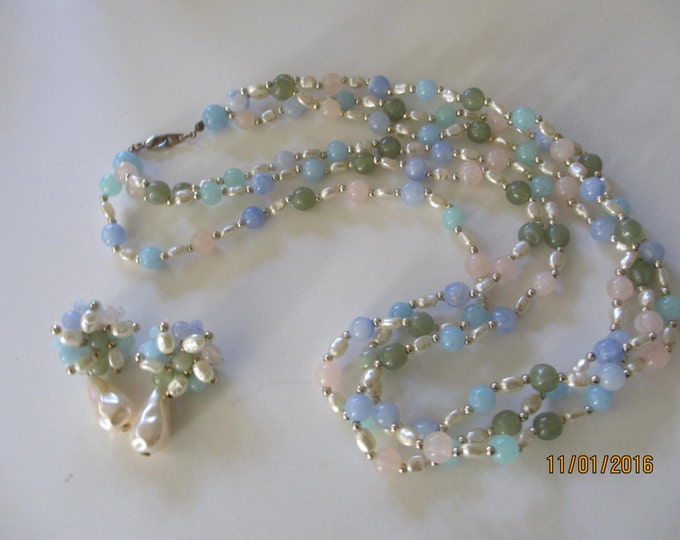 Beautiful Vintage Fauxe Assorted Pearl Necklace matching Earrings,Vintage Pearl Necklace, something Borrowed Something Blue Bridal Jewelry
