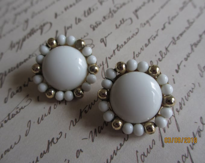 Beautiful White Gold Beaded Vintage Earrings, Vintage White Pearl Beaded Earrings