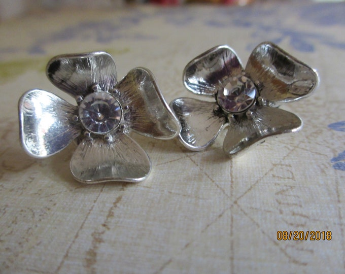 Stunning Vintage Silver Rhinestone Flower Earrings, Vintage Clip on Flower Earrings, Maid Of Honor gift, Something Old Bridal Earrings