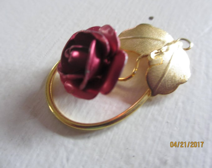 Pretty Vintage Red Rose Pendant, Vintage Flower Pendant, Gold Tone Vintage Rose Pendant