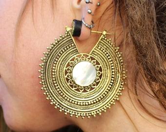 Mother Of Pearl Brass Earrings, Brass Earrings, Mother Of Pearl Jewelry, Mandala Earrings, Ethnic Earrings, Boucles Nacre, Boucles Mandala