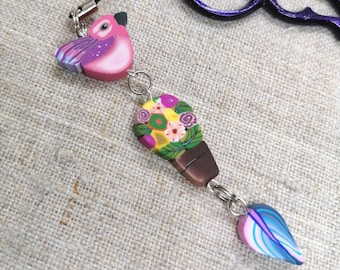 Handmade Beaded Scissor Fob with polymer clay Bird and flowers, Bijou de ciseaux